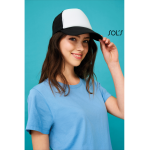 Διαφημιστικά καπέλα αεριζόμενα με δίχτυ, υπάρχει η δυνατότητα να είναι τυπωμένα με στάμπα μεταξοτυπίας η ραμμένα με κέντημα, το λογότυπο και τα στοιχεία σας.